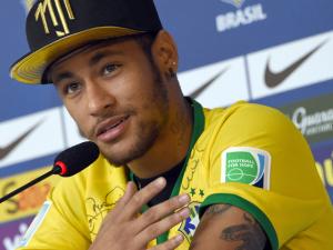 Neymar supera Beckham como jogador mais bem pago fora de campo