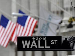 Wall Street cai, mas executivos continuam com bônus generosos