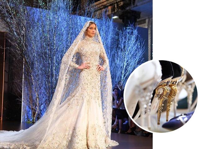 A top Ana Beatriz Barros foi a noiva que fechou o desfile da Ralph & Russo. Ao lado, os saltos rebuscados criados pela marca. || Créditos: Reprodução