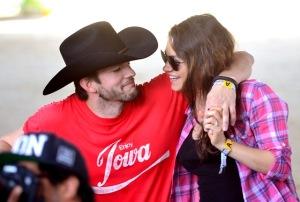 Mila Kunis e Ashton Kutcher estariam oficialmente casados
