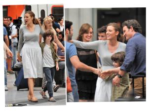 Blake Lively volta ao batente e mostra o lado mãe em Barcelona