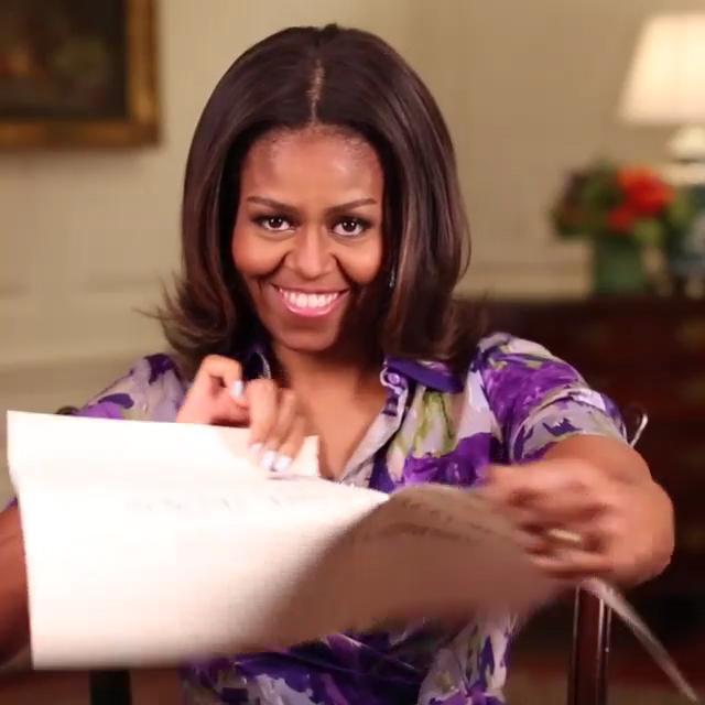 """""""Se você já esteve no tour pela White House, você já deve ter visto esta placa. Bem, não mais..."""" disse Michelle Obama em vídeo no Instagram    Créditos: Reprodução Instagram @MichelleObama"""