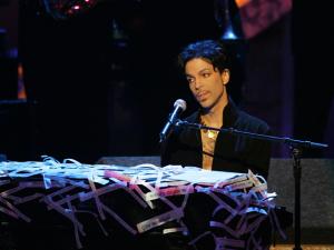 Prince tira discografia dos serviços de streaming, menos do Tidal