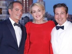 Sharon Stone oficializa união de David Witkewicz e Anthony Cenname
