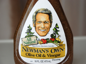 Filhas de Paul Newman brigam por direitos da Newman's Own