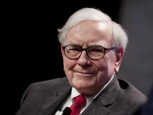 Warren Buffett doa bilhões para filantropia em ações. Saiba aqui