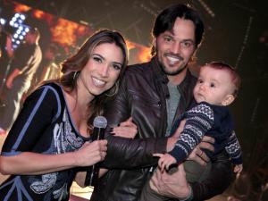 Patrícia Abravanel ganha visita do filho no Máquina da Fama
