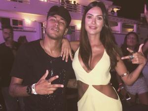 Neymar e Thaila Ayala curtem juntos noite agitada em Ibiza