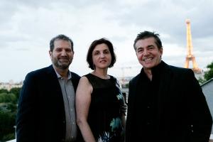 Família Orlean oferece jantar com vista privilegiada em Paris