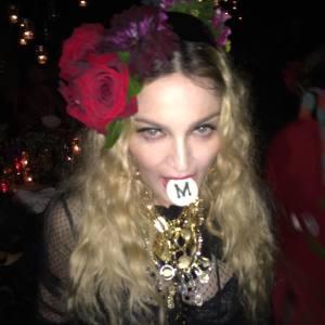Madonna se transforma em rainha cigana para sua festa de aniversário