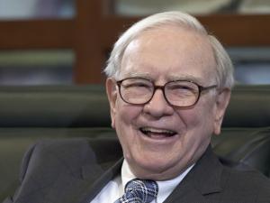 Ações da AmEx disparam e Buffett fica US$ 765 milhões mais rico