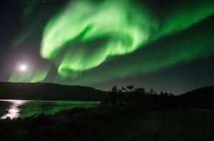 Brasileiros vão à Noruega atrás do fenômeno da aurora boreal