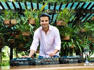 Paulinho Boghosian solta a playlist para esquentar o sábado