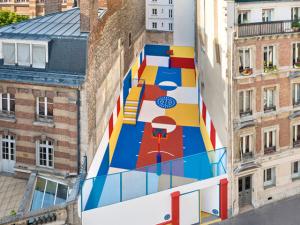Cool! Conheça a quadra de basquete mais colorida de Paris