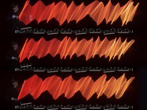 Fotógrafo transforma música em imagem com luzes de LED