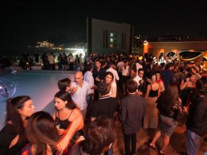 Glamurama comemora 15 anos com festão no rooftop do Fasano Rio. Play!