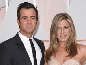 Jennifer Aniston e Justin Theroux inventam aniversário para casar