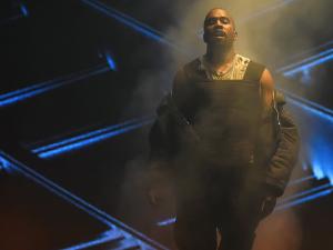 Kanye West vai ganhar homenagem máxima no VMA 2015