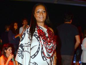 Karine Fouvry explica conceito de sua marca na festa do Glamurama