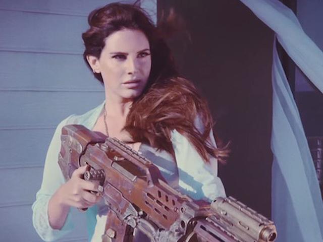 """Lana em cena de """"High By The Beach""""      Créditos: Reprodução Youtube"""