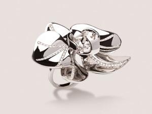 Desejo do Dia: o anel orquídea da dobradinha Jack Vartanian + Pedro Lourenço