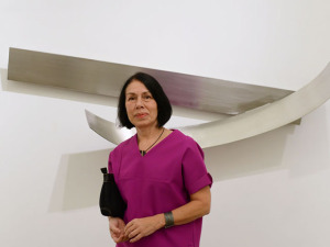 """Iole de Freitas celebra 70 anos com mostra: """"Não faço balanço"""""""