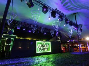 Ao ar livre, próxima Jungle Party terá show inusitado e fogos. Vem!