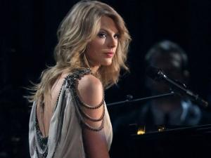 Taylor Swift é processada por uso indevido de marca. O caso aqui!