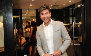 Carlos Rodeiro arma coquetel para convidados no último dia de Barra Fashion Glamurama