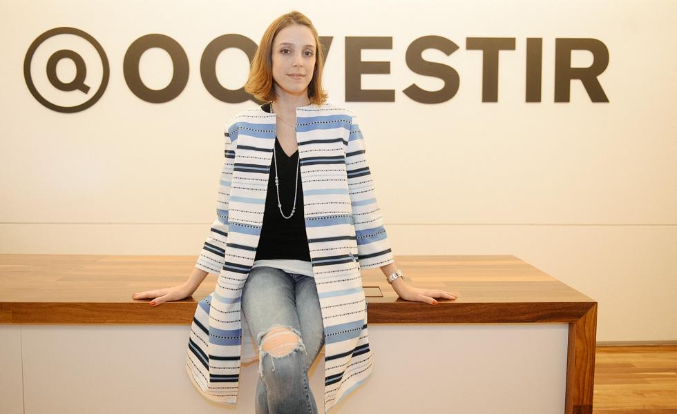 Por fim, a stylist Joana Laprovitera, com trench-coat Mixed à venda no OQVestir por R$1.384. www.oqvestir.com