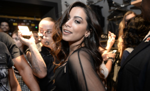 DZARM. inaugura primeira loja física com show de Anitta e convidados estrelados