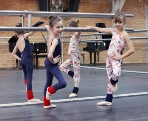 Capezio transforma glamuzinhas em pequenas bailarinas na Oficina Glamurama