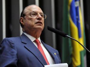 Maluf comenta cirurgia que fará na coluna e crise política
