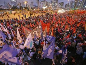 A reboque da crise, PT marca ato com movimentos sociais em SP