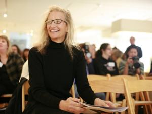 Banco contrata Annie Leibovitz para remover manchas do passado
