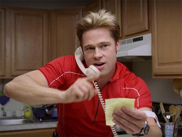 """Brad Pitt no filme """"Queime Depois de Ler"""""""