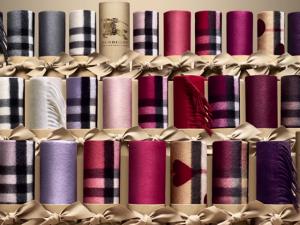 Vídeo mostra produção de cachecóis icônicos da Burberry