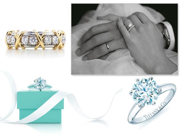 Anéis de noivado e a famosa caixinha azul da Tiffany   Co., como não amar      Créditos  Divulgação d99c6c9b48