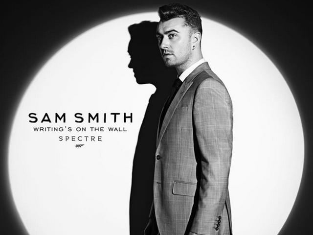 Sam Smith a frente do icônico feixe de luz da série    Créditos: Instagram/ Reprodução