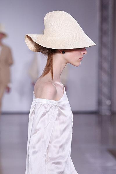 Os 25 acessórios mais cool direto da semana de moda de Milão – Glamurama 672dc9324bc