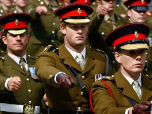 Nos 31 anos de Harry, a trajetória do príncipe na carreira militar
