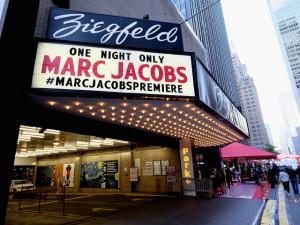 Marc Jacobs encerra semana de moda de NY com desfile-première