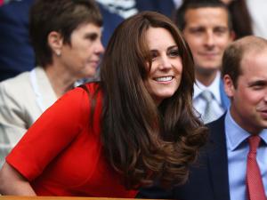 Kate Middleton exibe novo visual e não perde a majestade