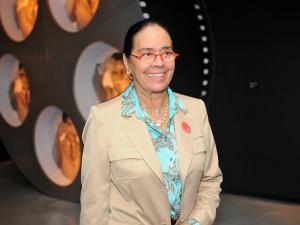 Monica Serra convida para almoço em prol do Outubro Rosa