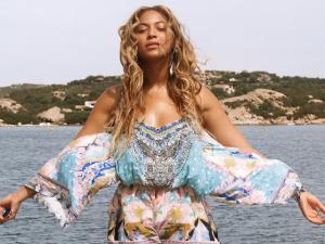 Beyoncé e família curtem férias a bordo de iate no Mediterrâneo