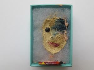 Série inédita de Fernando Zarif traz obras em caixas da Tiffany