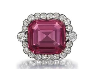 Diamante raro é leiloado em Londres por R$ 6 milhões