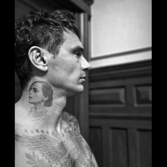 James Franco postou essa foto cheio de tatuagens