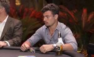 SKY e Glamurama juntos em noite de poker para rapazes. Cola aqui!