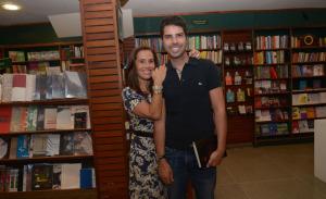 Carol Dieckmann e Carolina Ferraz no lançamento do livro de Valeria Vieira no Rio